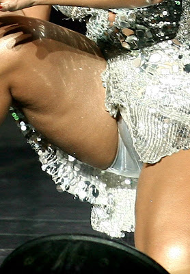 ashanti on stage showing some pussy lips