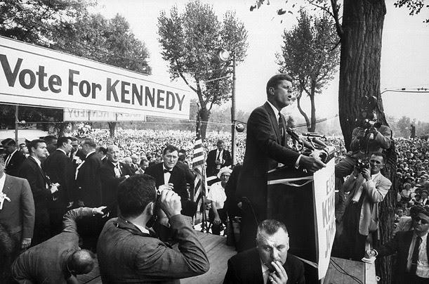 tenéis algunas imágenes de la campaña y de la familia Kennedy ...
