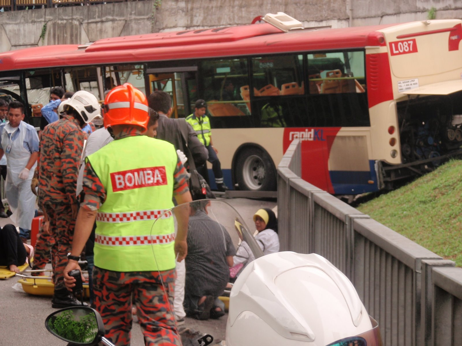 This image of the crashed bus clearly shows the identification code L087