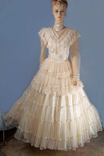 610d5e918ec ... real finds and on one trip I came upon a vintage Jessica McClintock  Wedding gown.I failed to take a before picture