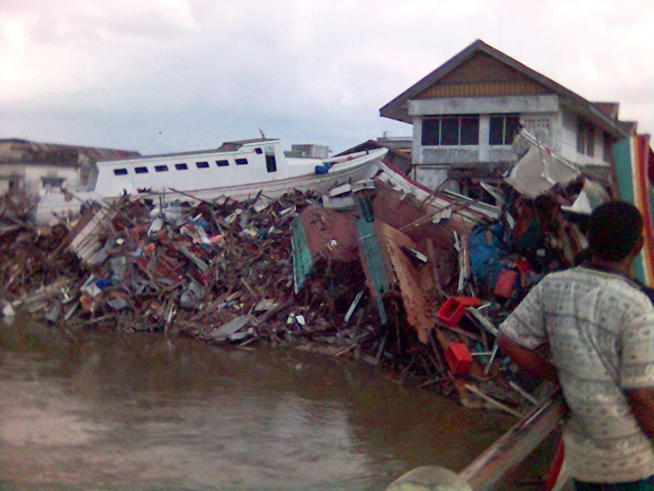 Makalah Tentang Pembunuhan Aneka Ragam Makalah Tsunami Aceh Hanif Muslim Muis