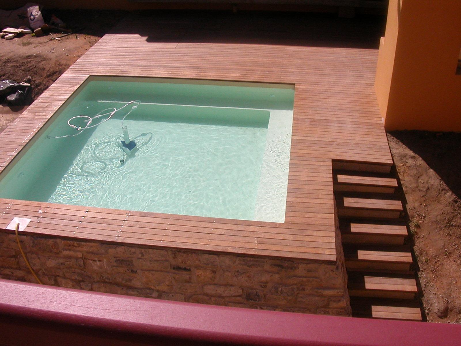 terrasse bois piscine pente diverses id es de conception de patio en bois pour. Black Bedroom Furniture Sets. Home Design Ideas