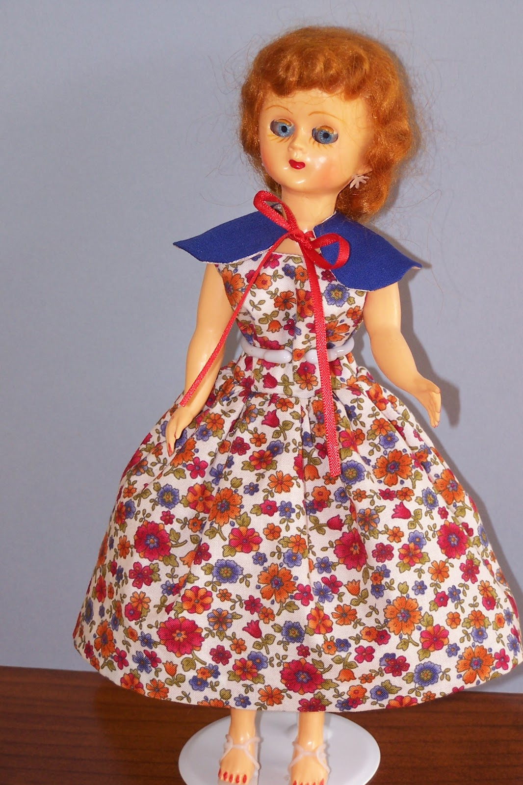 The Dolls Between Us: Lizzie's Arty Crafty 'n Dolls: Dolls! Finished Dress