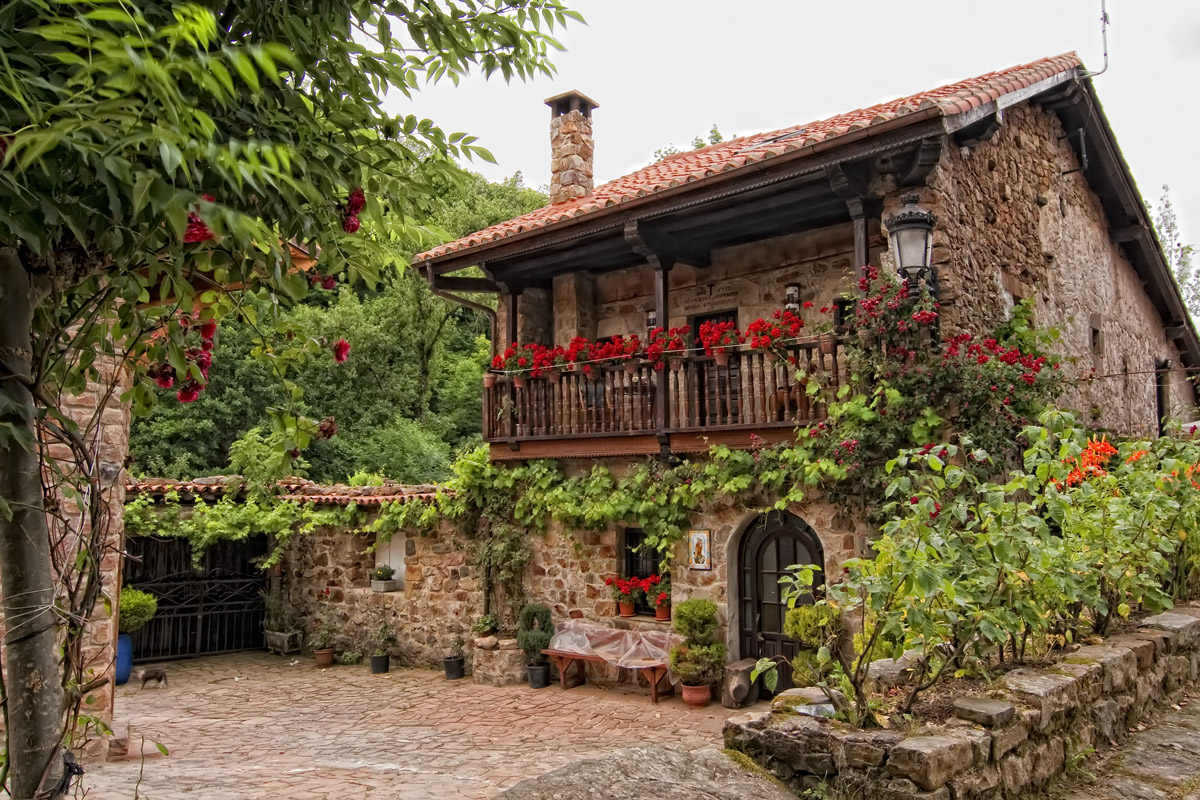 Luz cenital fotografia cantabria for Casas de pueblo en cantabria
