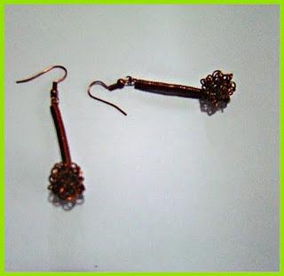 Σκουλαρίκια από χάλκινο σύρμα. Τιμή  10ευρώ email  gitsadr gmail.com blog   dr ideas e72c2d97965