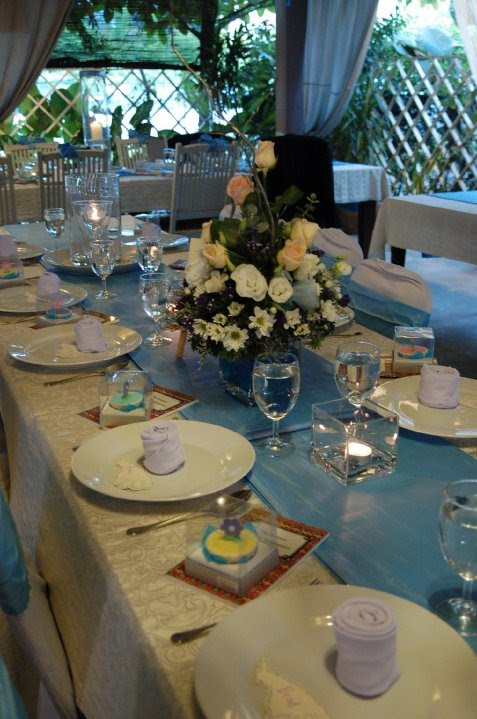 Blue and white weddings create a very laid back atmosphere
