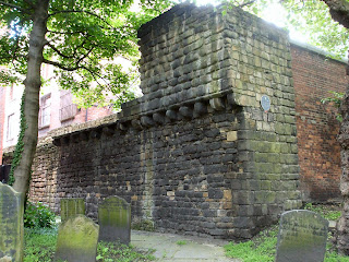 Newcastle Town Walls - St Andrew's churchyard