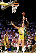 Robert Parish shoots over Kareem Abdul Jabbar