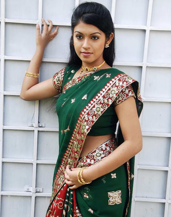 tollywood prathishta in green saree hot images