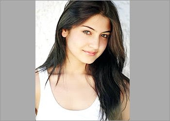 Bollywood Gossip and News: Shahrukh's new heroine in Rab ...
