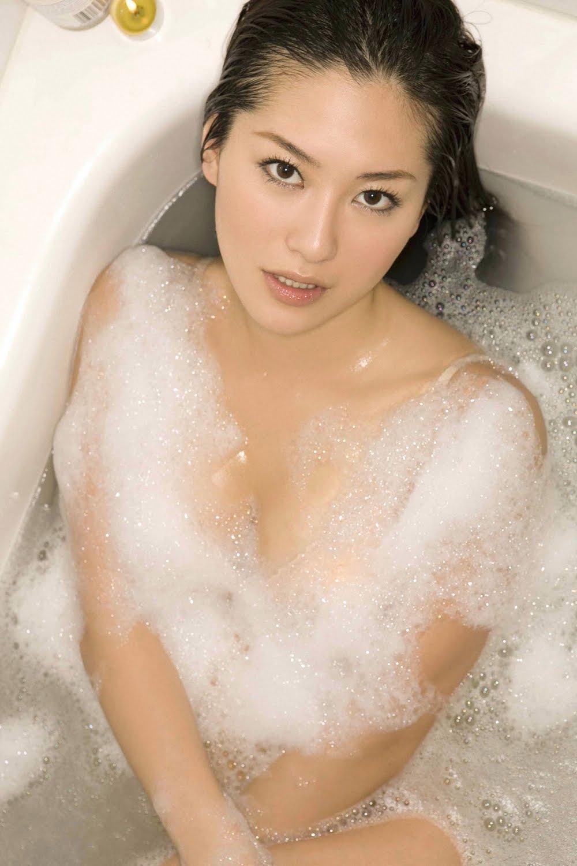 Girls In Bath Pics