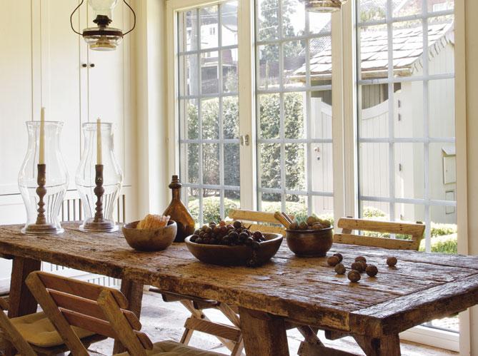 20 Country French Inspired Dining Room Ideas: ESTILO RUSTICO: CASA RUSTICA EN LAGO GENVAL