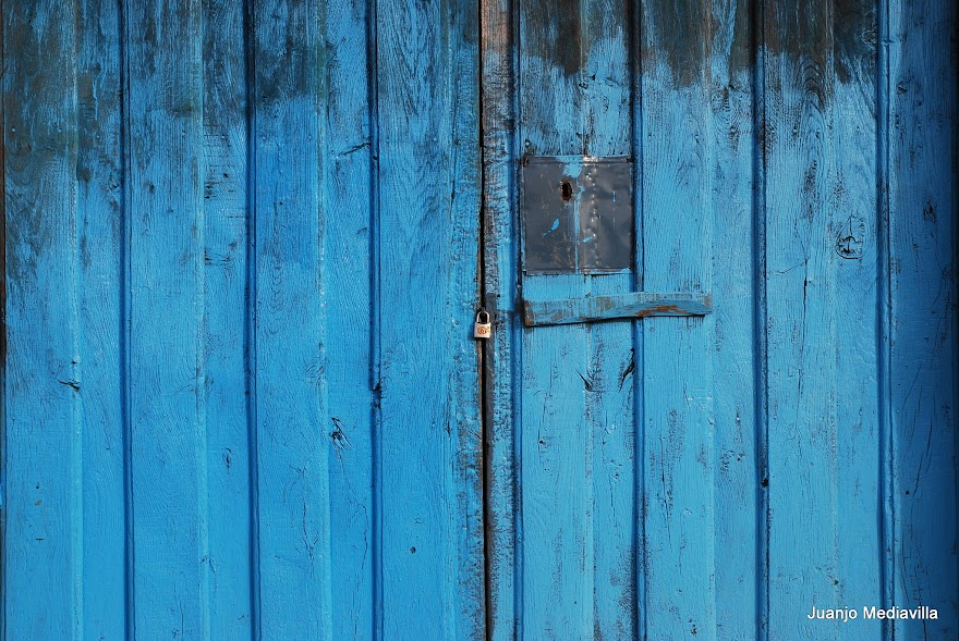 La puerta azúl
