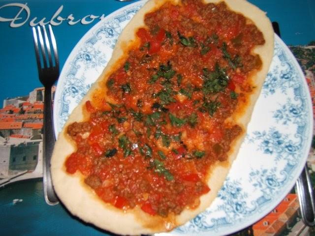La cocina de Myri Lahmacun Pizza turca