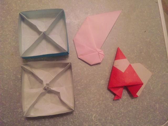 503b2bac244b 実は21日は休日だったので、暇見つけては折り紙を折っていました。