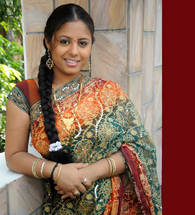 sunakshi in saree