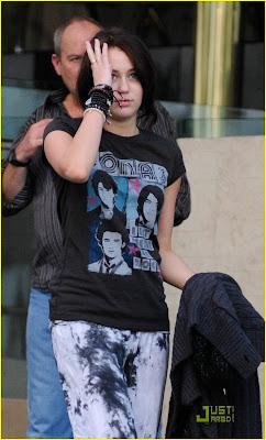 -Stars-0f-Hollywood: Miley Cyrus is Jonas Brothers Beautiful