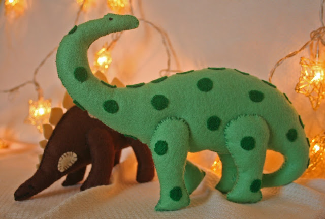 Felt dinosaurs from Claire Garlands Book toys to sew