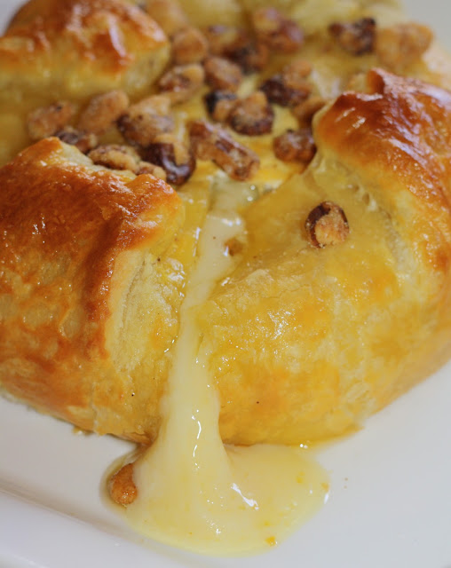 Easy Baked Brie - this crowd pleasing appetizer serves 15! www.julieblanner.com