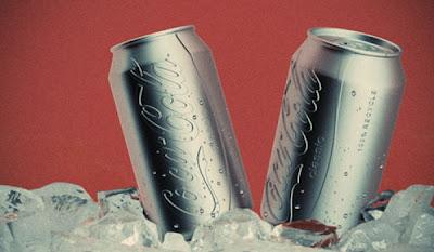 [Image: evolution_of_cocacola_bottle_design_07.jpg]