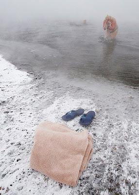 السباحة في فصل الشتاء في سيبيريا