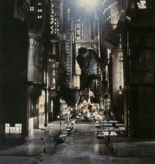 [batman-anton-furst-designed-gotham-city-miniature-set.jpg]