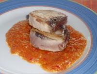 bonito a la plancha con salsa de melocotones
