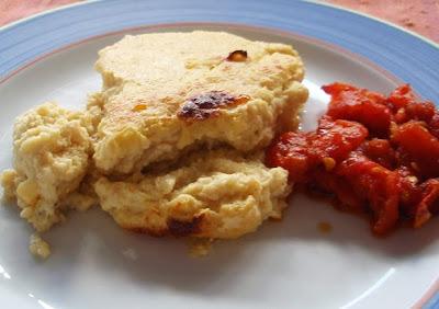 suflé de coliflor con tomates confitados