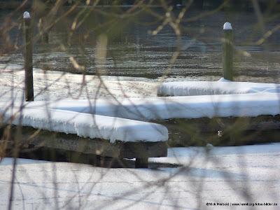 Schnee und Steg, Bootsteg im Winter