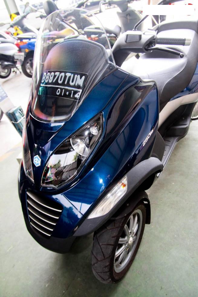 autos motorcycles motor piaggio mp3 250 review. Black Bedroom Furniture Sets. Home Design Ideas