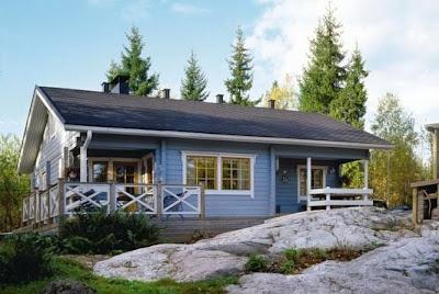 Casa americana de madera con techo a dos aguas