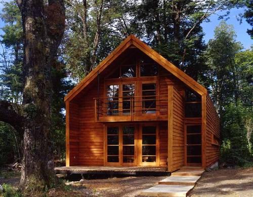 Galpón de madera de diseño contemporáneo usado como vivienda