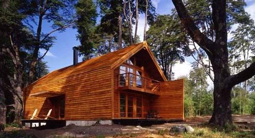 Casa de madera con forma de granero en el sur de Chile