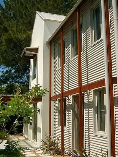 Arquitectura de casas viviendas suburbanas de madera y - Viviendas de acero ...