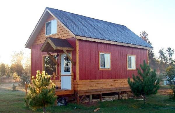 Perspectiva de la cabaña de madera de reducido tamaño