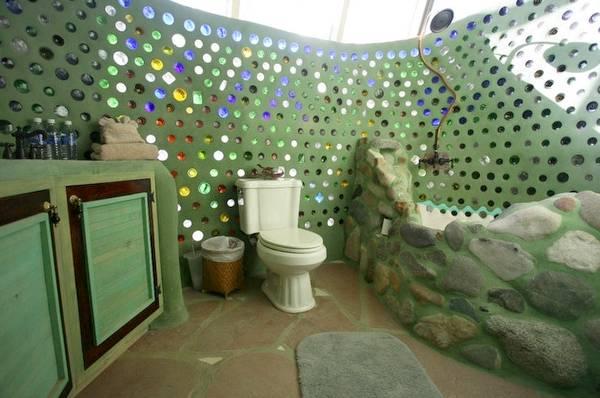 Construcción de barro y material reciclado