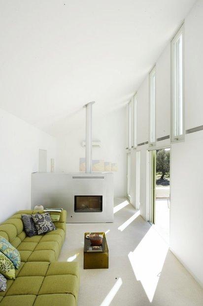 Sala de estar en la moderna casa de piedra en Mallorca