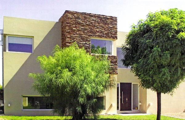 Arquitectura de casas fachadas recubiertas con piedra laja for Piedras para fachadas minimalistas