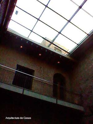 Techo de vidrio en un patio de casa Los Patios en Zanjón de Granados