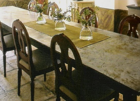 dining room image via La Bastide de Marie, Ménerbes, (fr) as seen on linenandlavender.net, post:  http://www.linenandlavender.net/2010/01/design-daily_16.html