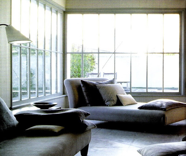 Zen contemporary living with armless lounges and undressed windows via Côté Ouest Fev-Mar 2005 edited by lb for linenandlavender.net