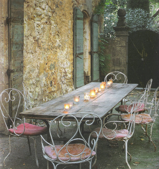 French Home by Josephine Ryan outdoor dining, candelight, edited by lb for  linenandlavender.net, here:  http://www.linenandlavender.net/2009/08/and-livin-is-easy.html