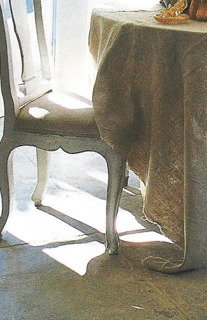 Raw edge natural linen table drape, image via Maisons Côté Sud, edited by lb for linenandlavender.net - http://www.linenandlavender.net/2009/07/linen-and-lavender.html