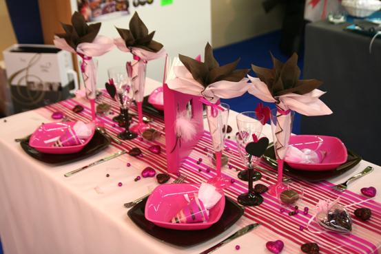 decoration maison rose fushia - id es pour no l et pourquoi pas une table de no l rose