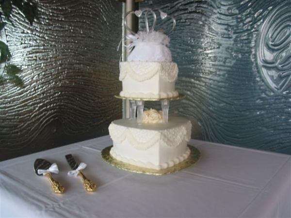 2 tier wedding cake with pillars cakechannel world of cakes 2 tier hearts with 10185