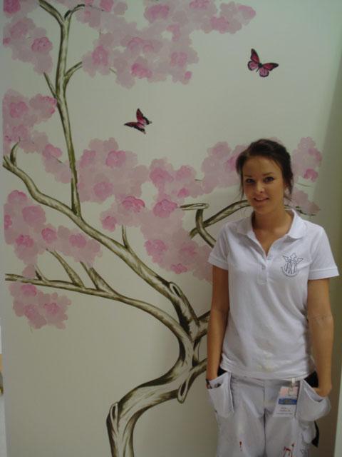 Alexandra Leander Edh från Växjö vann delmomentet Fri dekorationsmålning.  Alexandra leder den totala tävlingen. Imorgon är det final. e87c2f805ad6d