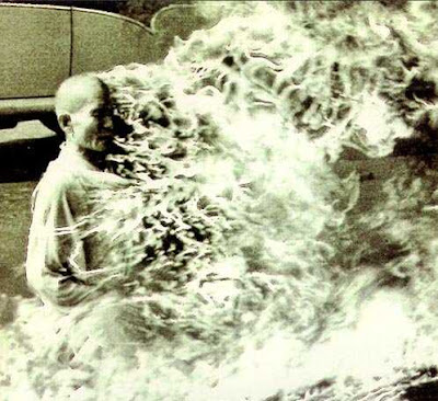Seorang pendeta di vietnam membakar dirinya sendiri hingga menjadi abu dalam sebuah aksi protes pada pemerintah.