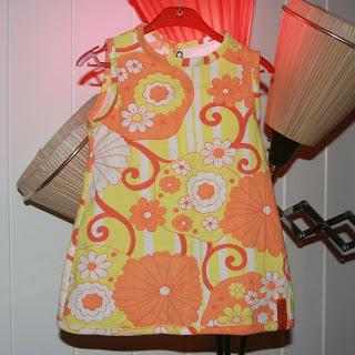 42625e0f Jeg var så heldig å vinne denne nydelige kjolen hos Hörjasytt. Nå henger  den her i stuen min. Tusen takk!