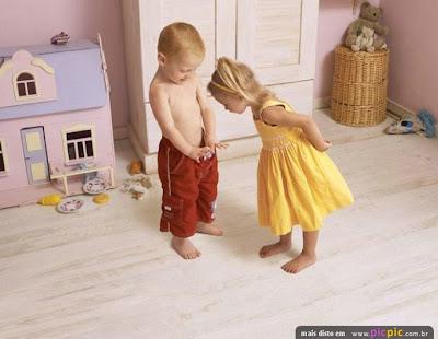 https://i0.wp.com/3.bp.blogspot.com/_nypvXrcbQYw/Se6ZcEXSRWI/AAAAAAAAETc/rMMRxldcNqY/s400/menino-mostrando-pinto-pra-menina.jpg