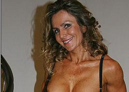 alena-schurkova-topless-pumped